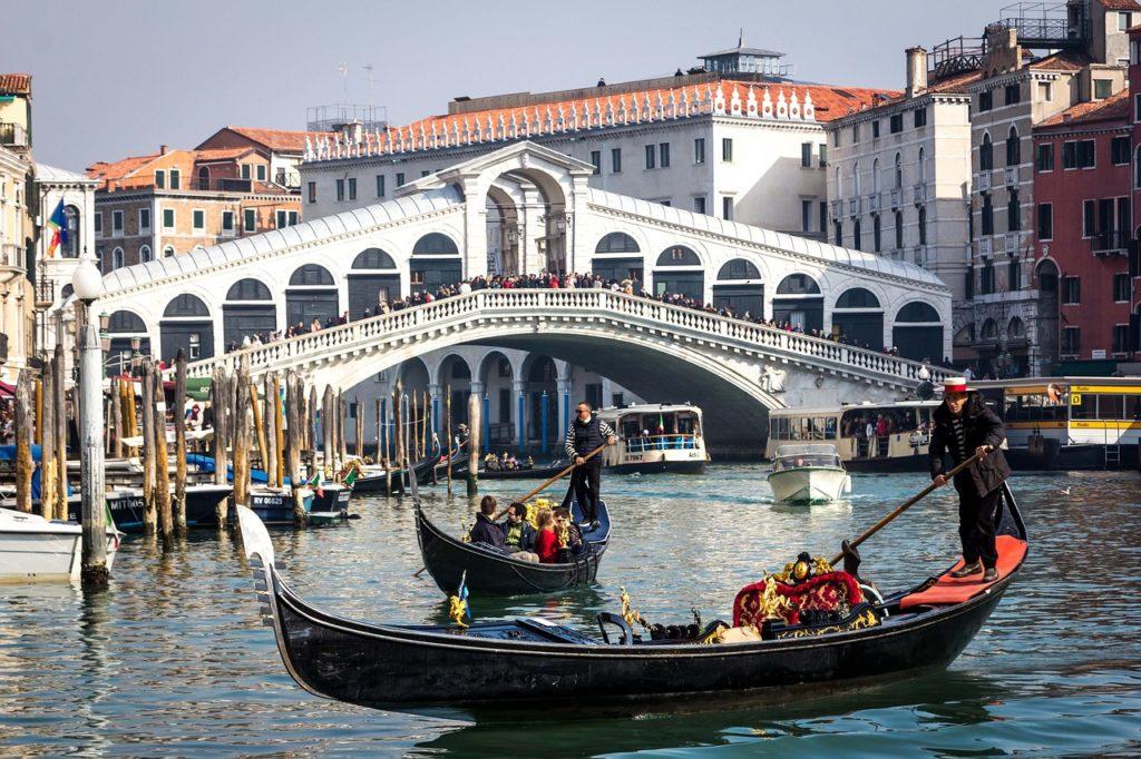 10-things-to-see-in-venice-rialto-bridge