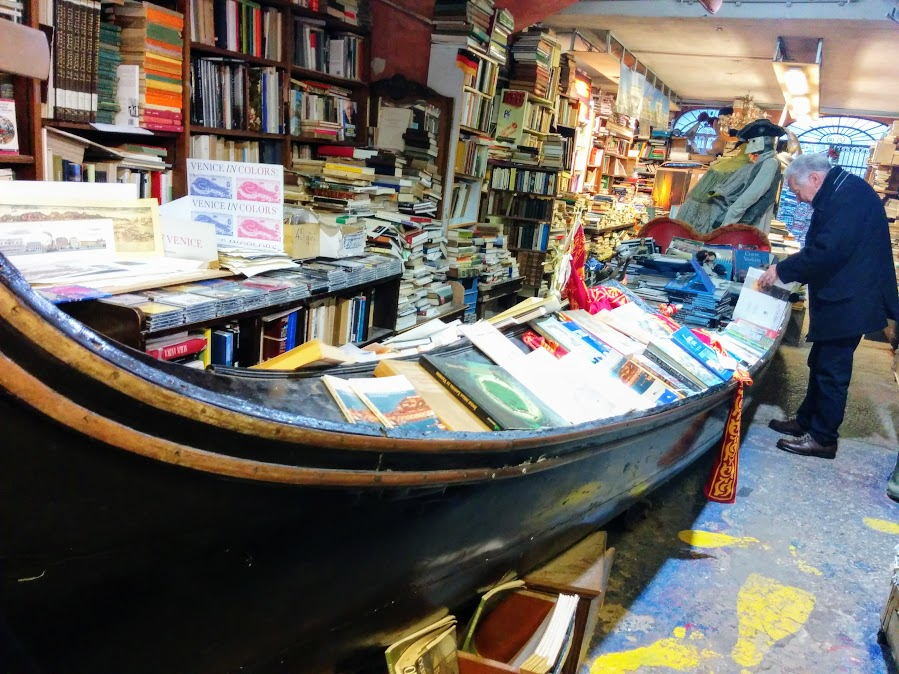 libreria-acqua-alta-hidden-places-in-venice